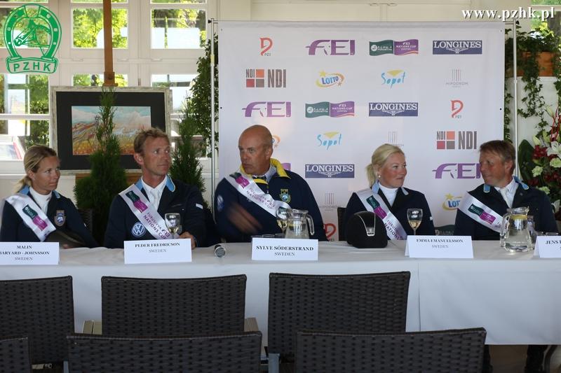 Konferencja prasowa zzawodnikami zwycięskiej drużyny