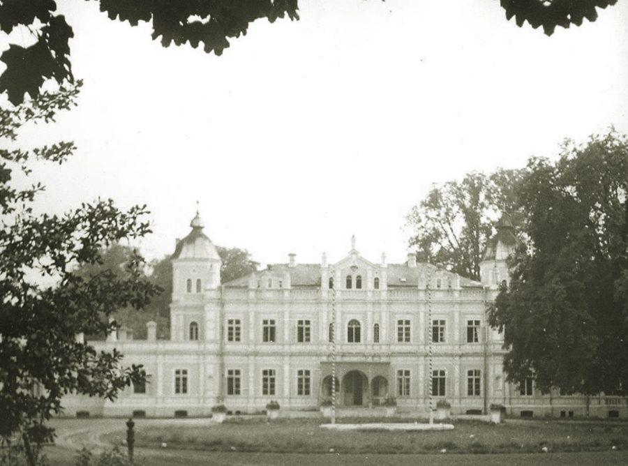 Pałac wiek XIX - siedziba Stadniny